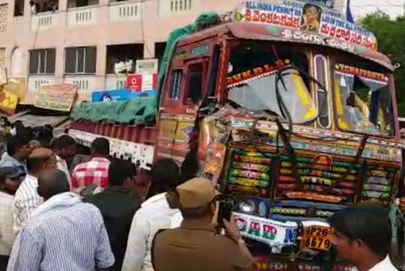 Andhra-Lorry-Accident